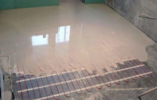 Нередко теплый пол устанавливается под наливной пол – специальный раствор, который после высыхания образует прочную и ровную поверхность