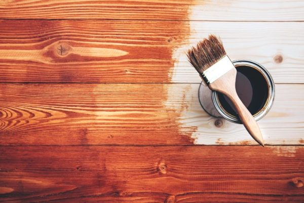 Олифа является популярным и экологически чистым средством для обработки деревянных поверхностей