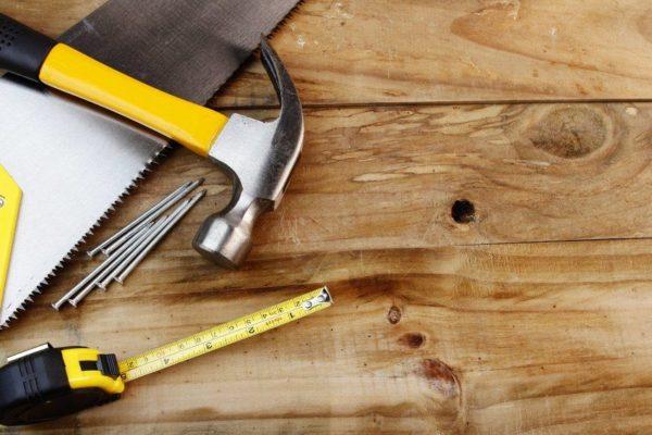 Первый шаг в подготовительных работах – тщательный осмотр деревянного основания