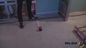 С помощью лазерного прибора выставляется нулевой уровень