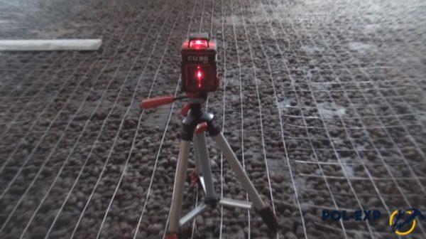 Для установки маяков используется лазерный уровень
