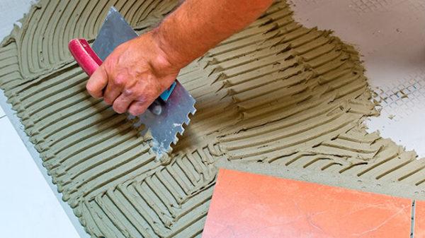Во влажном помещении плиточный клей может сохнуть до 1 недели