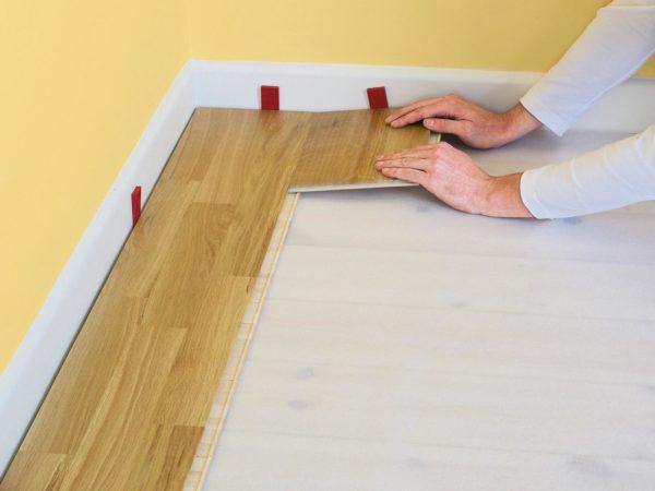 Компенсационный зазор формируется на стадии укладки покрытия