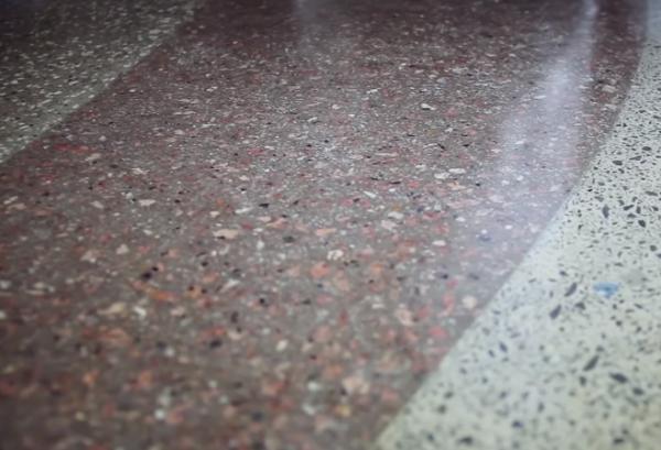 Качество зеркальности поверхности бетона лучше при наиболее высокой марке бетона