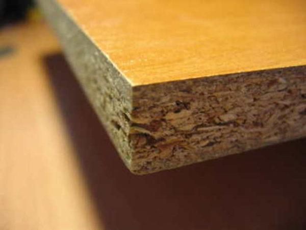 (ДСП) - строительный материал из измельченных древесных волокон и связующего материала (аминопластов, смол и др.)