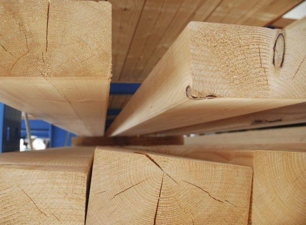 Наиболее востребованным материалом в частном строительстве является древесина, что обусловлено её доступной стоимостью и простотой обработки