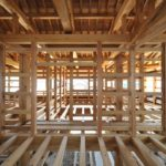 Пол второго этажа по деревянным балкам