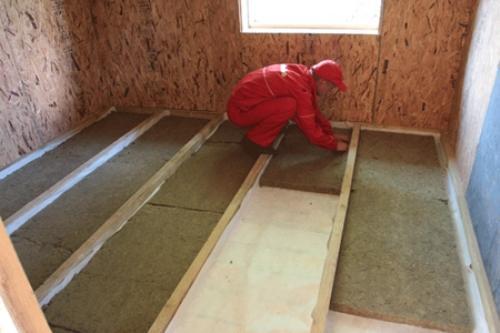 Утеплитель для пола в деревянном доме: какой лучше, монтаж ?