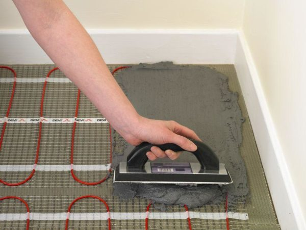 При выборе системы теплого пола нужно учитывать степень нагрузки от стяжки и финишного покрытия