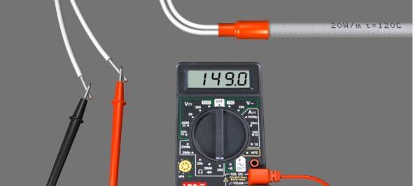 С помощью прибора проверяют кабель