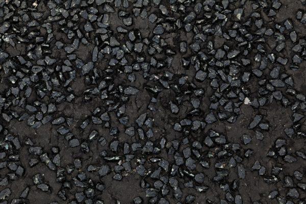 За счет проливки битумом щебеночная подсыпка становится монолитной