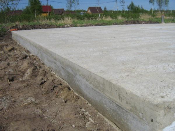 Плитный бетонный фундамент