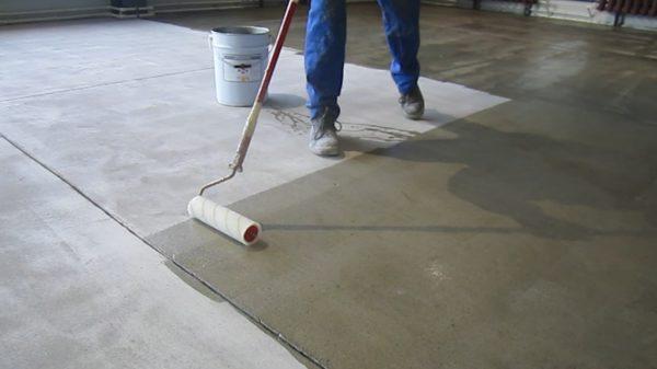 Грунтование бетонной стяжки