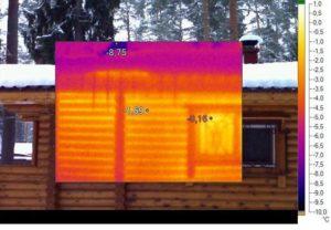 Деревянный дом снаружи. Фото тепловизора