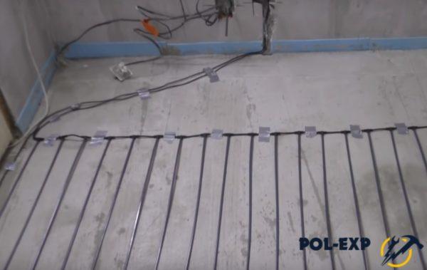 Провода подводятся к терморегулятору