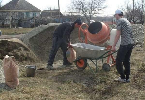 При самостоятельном изготовлении раствора не всегда удается получить бетон высокого качества