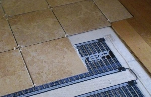 Под плитку можно укладывать пленочный инфракрасный пол только с параллельным подключением