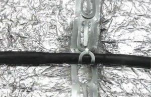Шаг 13. Крепление кабеля в монтажной ленте