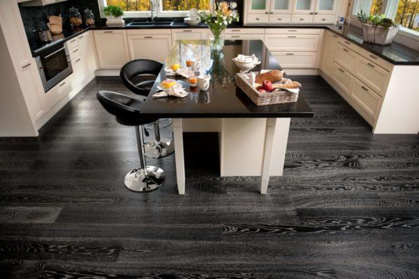Дизайн П-образной кухни с черным ламинатом