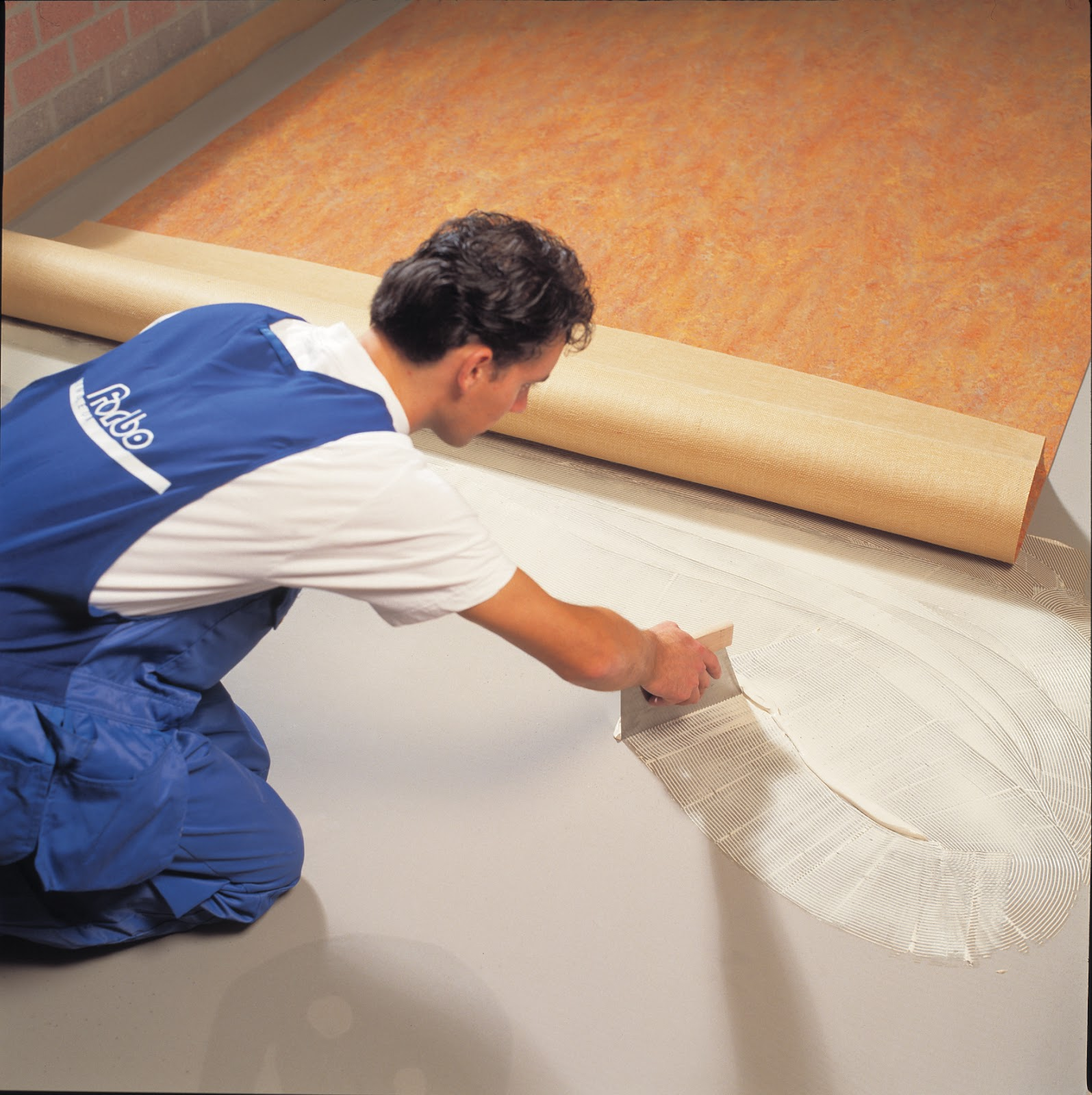 Укладка линолеума на бетонный пол особенности и правила мероприятия