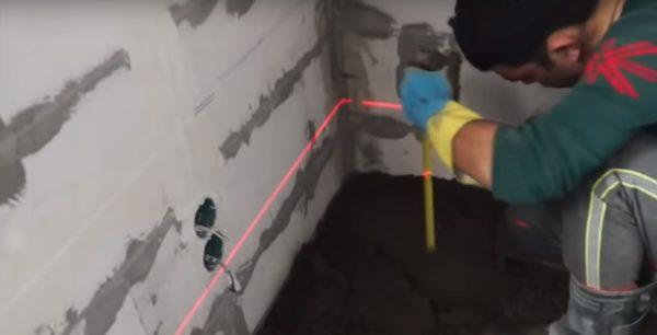 Для работы используется лазерный уровень