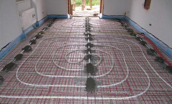Можно совмещать водяной теплый пол со всеми напольными покрытиями