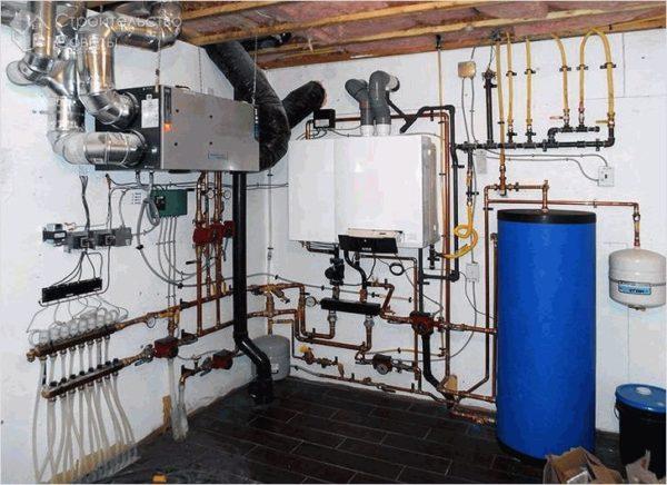 Наиболее оптимальным и эффективным вариантом считается подключение водяного теплого пола к газовому котлу