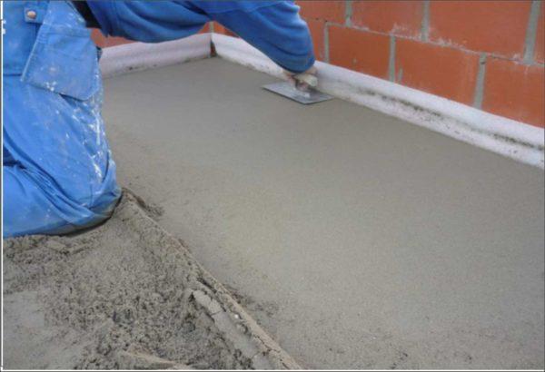 Что представляет собой полусухая цементная стяжка пола