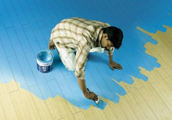 Как покрасить деревянные полы
