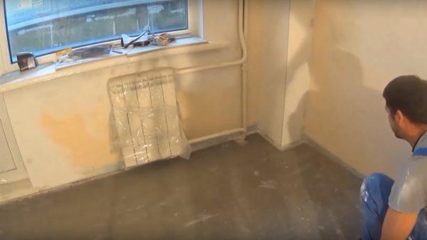 Первый лист укладывается возле стены
