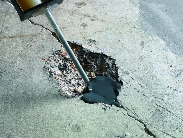 Для заполнения дефектов поверхности лучше всего использовать специальные ремонтные составы