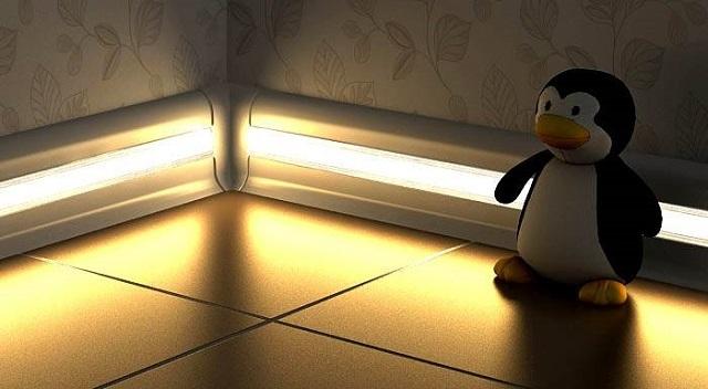 Мягкий свет, идущий от плинтуса, поможет ориентироваться в темноте. А большего от него и не требуется.