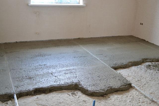 Выравнивающая стяжка – убирает перекосы и поверхностные дефекты основания