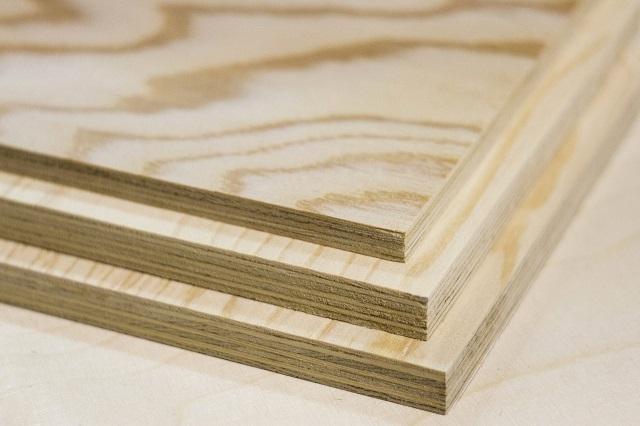 На фанере элитного сорта может быть ярко выражен красивый фактурный рисунок древесины