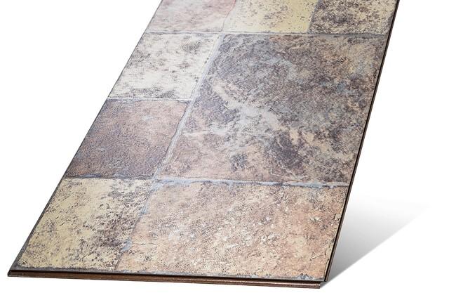 Выраженно широкий ламинат с весьма достоверно смотрящейся имитацией каменной плитки.