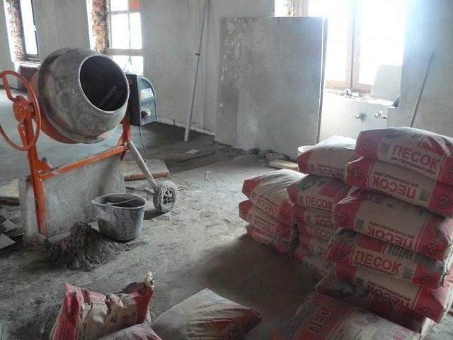 Песок + цемент — это сочетание безо всякой натяжки можно назвать универсальным. Широко применяется практическим на любых этапах строительства – вся разница лишь в пропорциях и некоторых добавках.