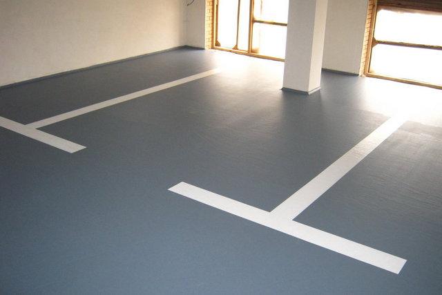 Полиуретановые полы, прочные и упругие одновременно, подойдут даже для гаража или спортзала. Они могут быть тонированными и прозрачными, глянцевыми и матовыми – на выбор потребителя.