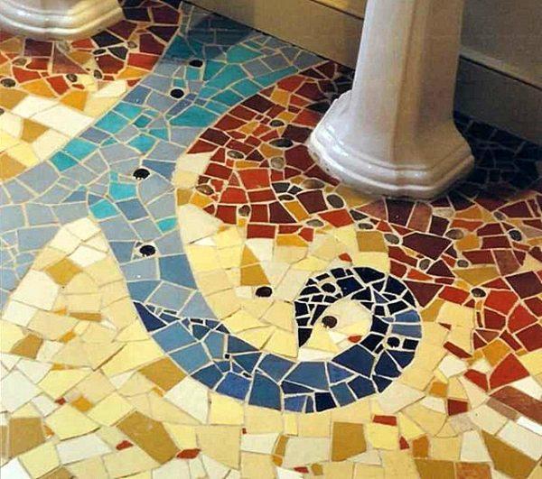 Мозаичный пол из битой и резаной плитки