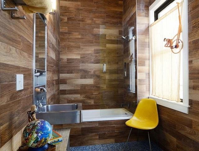 Вариант оклеивания стен в ванной комнате линолеумом