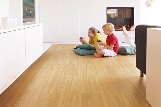 Безопасность материала позволяет настелить его безо всякой опаски в детской комнате.
