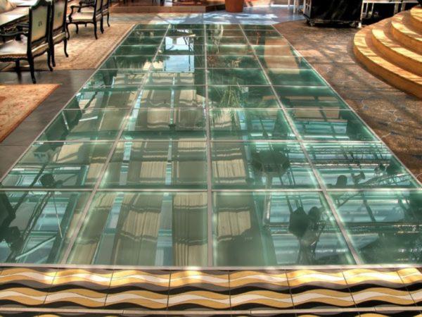 Для изготовления каркаса стеклянного пола чаще всего используется профиль из нержавеющей стали