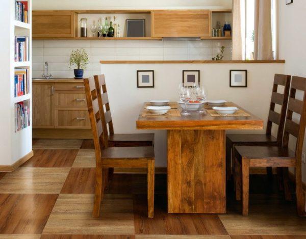 Фантазийный дизайн кухни с полом, выложенным плиткой темного оттенка и светлого, как будто шахматная доска