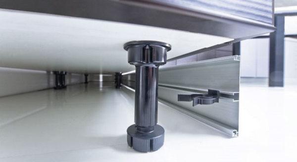Ножки с регулировкой для изменения высоты шкафов