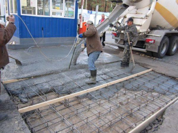 Пример заливки бетонной смеси