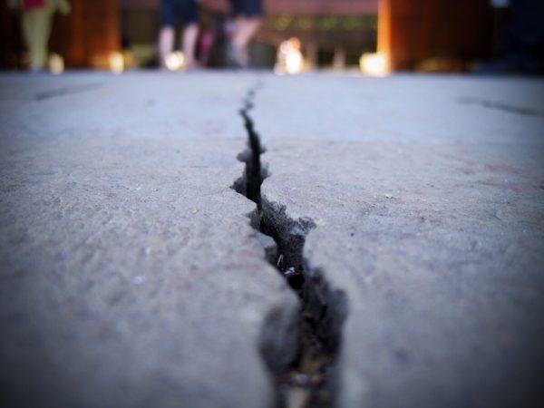 Все дефекты на бетонном полу нужно устранить