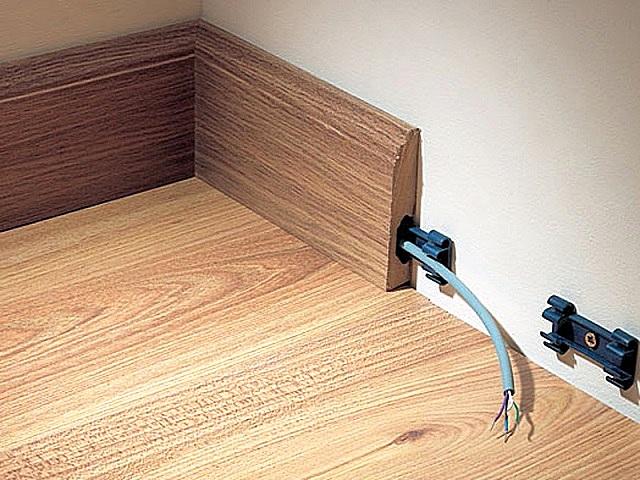 Деревянные плинтусы с кабель-каналом