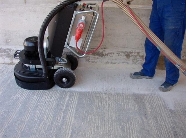 Выравнивание бетонной поверхности шлифовальной машиной