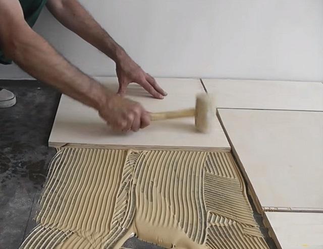 Укладка фанерных листов на клей