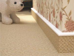 Как установить плинтуса на полу прикрутить поставить и прибить сделать монтаж своими руками