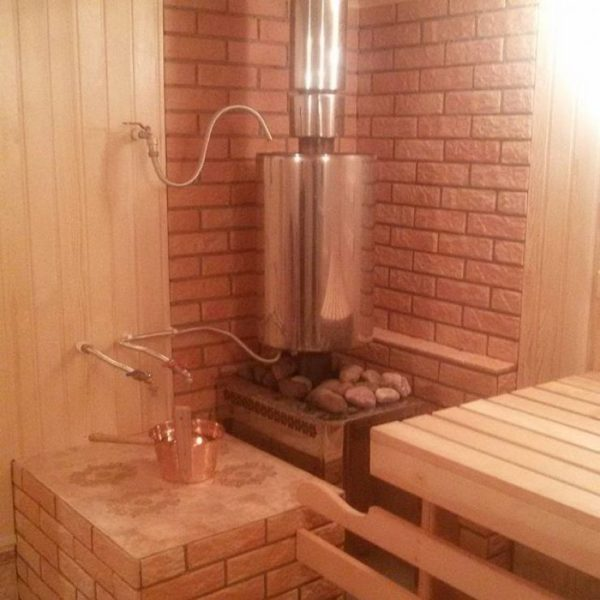 Использование в качестве источника тепла банной печи позволяет сэкономить на приобретении другого оборудования для подготовки воды